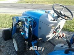2016 NEW HOLLAND BOOMER 24 COMPACT TRACTOR With 235TL LOADER. 4X4. HYDRO. 2.7 HRS