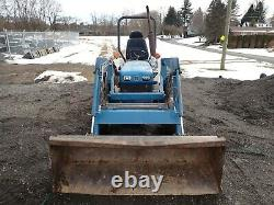 NEW HOLLAND 1715 COMPACT TRACTOR With LOADER, 23 HP DIESEL, 4X4, 540 PTO, 992 HRS