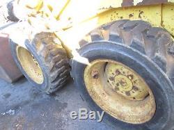 New Holland L-425 skidsteer loader bucket good tires used