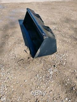 Tractor Front End Loader Bucket 6ft CAN SHIP OFF NEW HOLLAND WILL FIT OTHERS